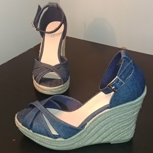 Wedge wicker sandals